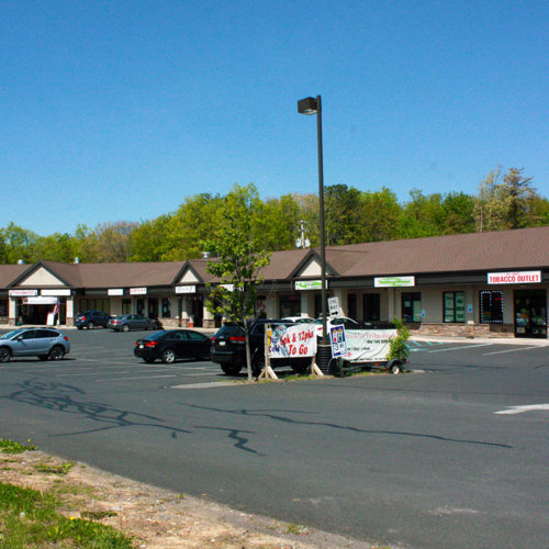 Mountain Crest Plaza Space for Lease